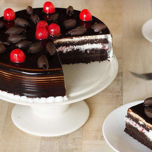 https://media.bakingo.com/sites/default/files/german-black-forest-cake-B.jpg