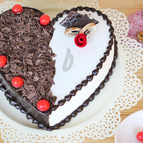 https://media.bakingo.com/sites/default/files/heart-shaped-black-forest-vanilla-cake-in-ghaziabad-cake0865flav-a.jpg
