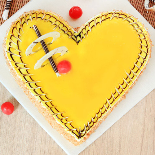 https://media.bakingo.com/sites/default/files/heart-shaped-butterscotch-cake-3-in-bangalore-cake846butt-B.jpg