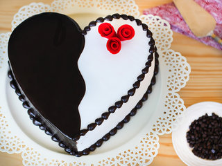 Heart-Shaped Choco Vanilla Cake