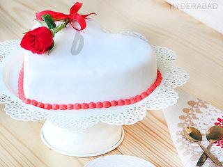 Side View of Heart Shaped Fondant Vanilla Cake