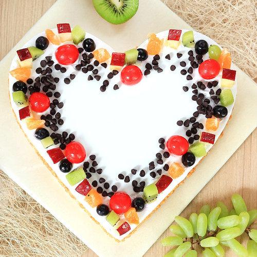 https://media.bakingo.com/sites/default/files/heart-shaped-fruit-cake-1-in-noida-cake1109flav-b.jpg