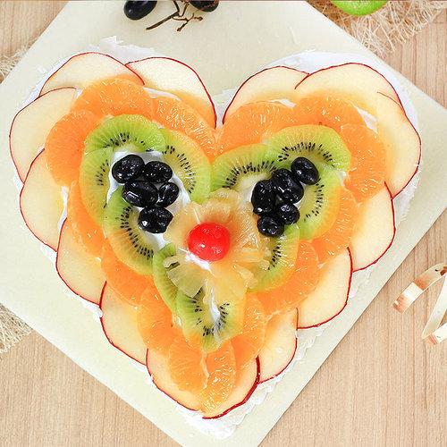 https://media.bakingo.com/sites/default/files/heart-shaped-fruit-cake-2-in-ghaziabad-cake0955flav-b.jpg