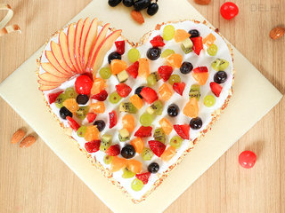 Top View of Frutalicious Dream - Heart Shaped Fruit Cake in Delhi
