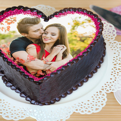 https://media.bakingo.com/sites/default/files/heart-shaped-photo-cake-phot1130flav-B.jpg