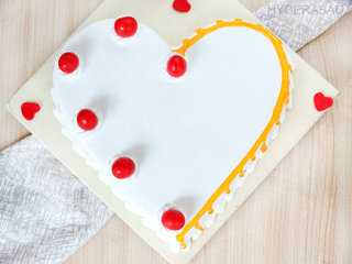 Top View of Heartful Of Love - Heart Shaped Vanilla Cake in Hyderabad