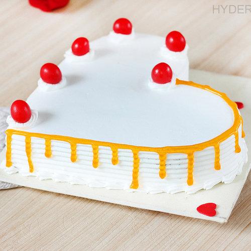 https://media.bakingo.com/sites/default/files/heart-shaped-vanilla-cake-2-in-hyderabad-cake1190flav-c.jpg