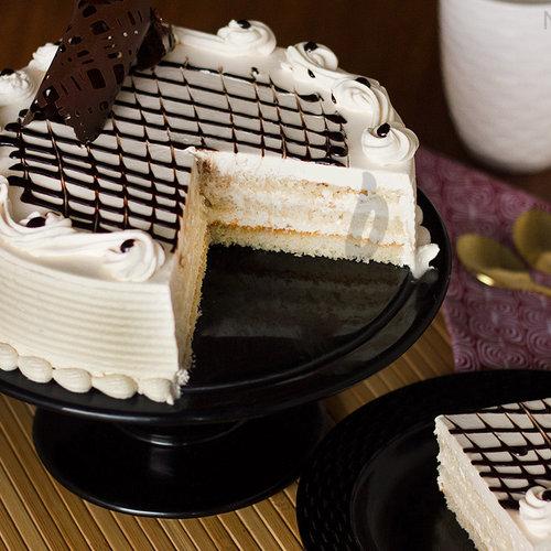 https://media.bakingo.com/sites/default/files/irish-cream-cake-in-noida-cake1075flav-b.jpg
