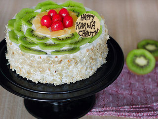 Karwa Chauth Kiwi Cake