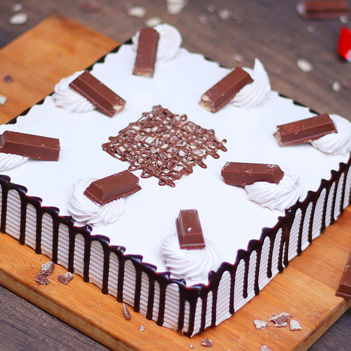 https://media.bakingo.com/sites/default/files/kitkat-black-forest-cake-cake1278chbl-A.jpg