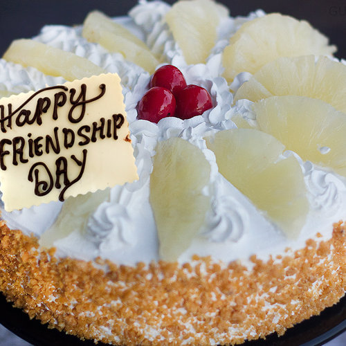 https://media.bakingo.com/sites/default/files/love-at-first-bite-friendship-day-cake-C.jpg