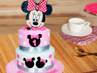 Multi flavored minnie mouse theme cake