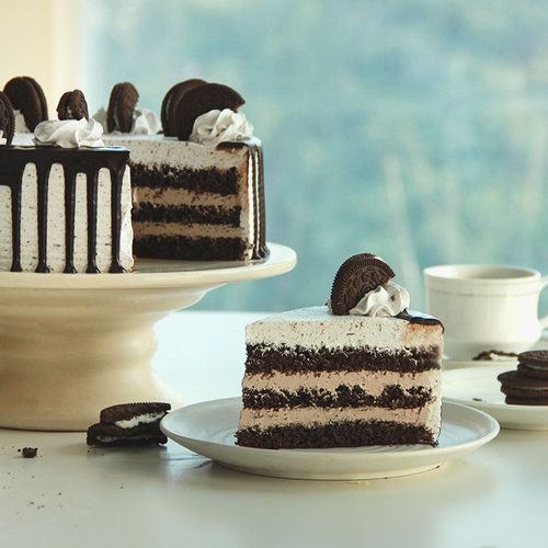 https://media.bakingo.com/sites/default/files/oreo-chocolate-cake-G.jpg