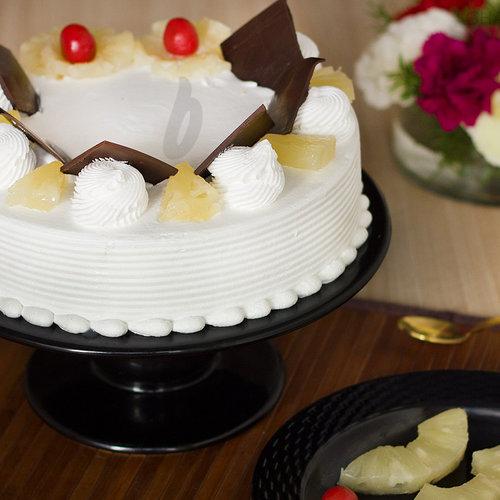 https://media.bakingo.com/sites/default/files/pineapple-cake-in-ghaziabad-cake0845flav-a.jpg