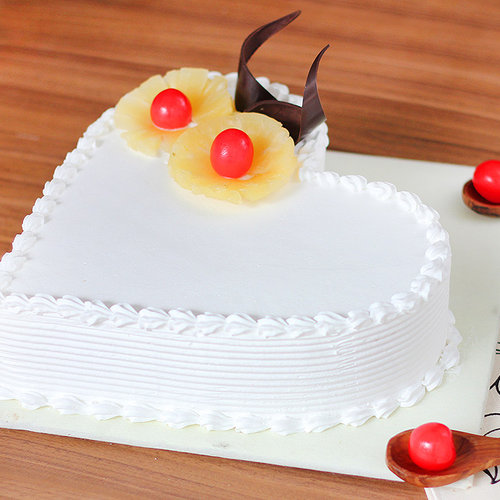 https://media.bakingo.com/sites/default/files/pineapple-heart-shaped-cake-1-cake1495pine-B.jpg