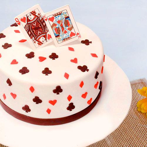 https://media.bakingo.com/sites/default/files/queen-and-king-fondant-cake-them1091flav_0.jpg