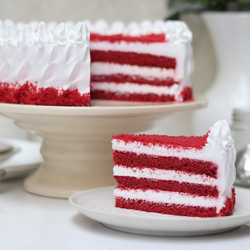 https://media.bakingo.com/sites/default/files/red-velvet-buttercream-creamy-cake-cake1993redv-C.jpg