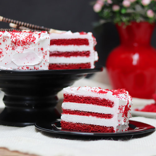 https://media.bakingo.com/sites/default/files/red-velvet-cake-with-choco-sticks-cake1882redv-C.jpg