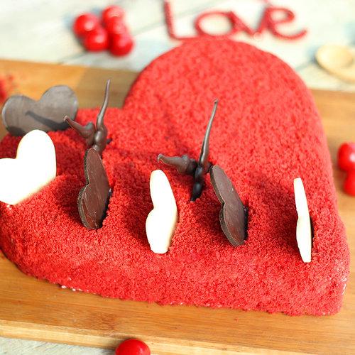 https://media.bakingo.com/sites/default/files/red-velvet-heart-shaped-cake-cake1274redv-C.jpg