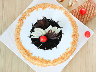 Top View of Round Shaped Butterscotch Cake