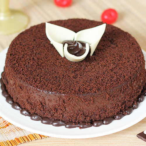 https://media.bakingo.com/sites/default/files/round-shaped-chocolate-cake-2-cake0654choc-A.jpg
