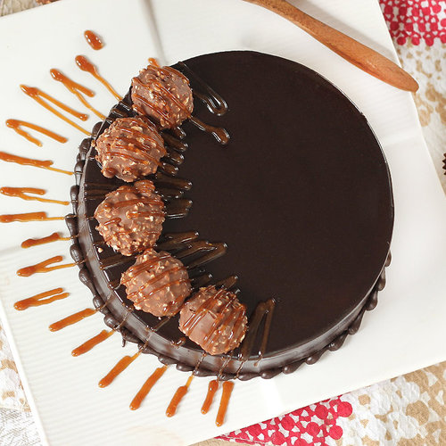 https://media.bakingo.com/sites/default/files/round-shaped-chocolate-ferrero-rocher-cake-cake1496choc-B.jpg