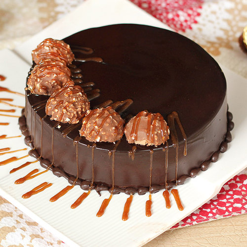https://media.bakingo.com/sites/default/files/round-shaped-chocolate-ferrero-rocher-cake-cake1520choc-A.jpg
