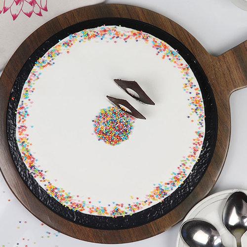 https://media.bakingo.com/sites/default/files/round-shaped-vanilla-cake-2-in-bangalore-cake1049flav-c_0.jpg
