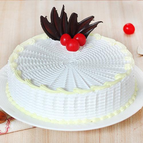 https://media.bakingo.com/sites/default/files/round-shaped-vanilla-cake-3-in-delhi-cake0905flav-a.jpg