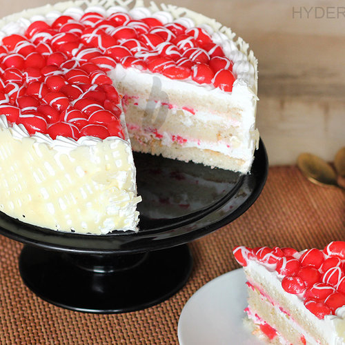 https://media.bakingo.com/sites/default/files/royal-cherry-cake-in-hyderabad-cake1162flav-b.jpg