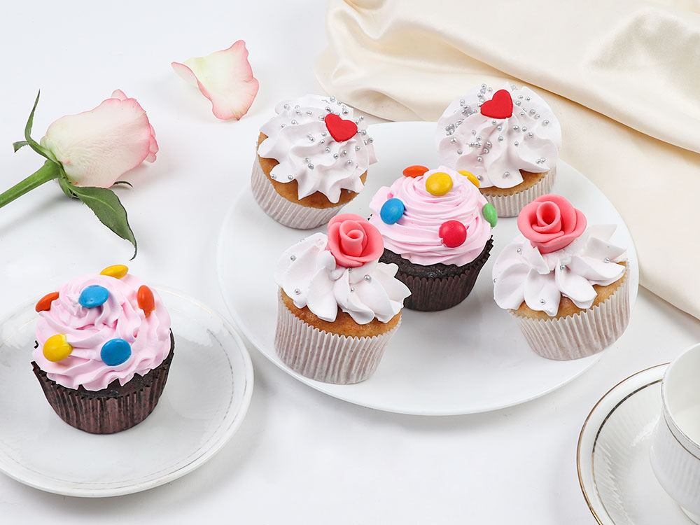 Set Of 6 Different Flavored Cupcakes