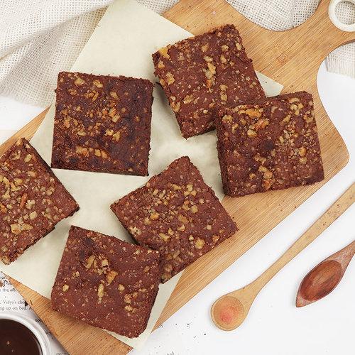 https://media.bakingo.com/sites/default/files/set-of-6-fudgy-walnut-brownies-brow1762-B.jpg