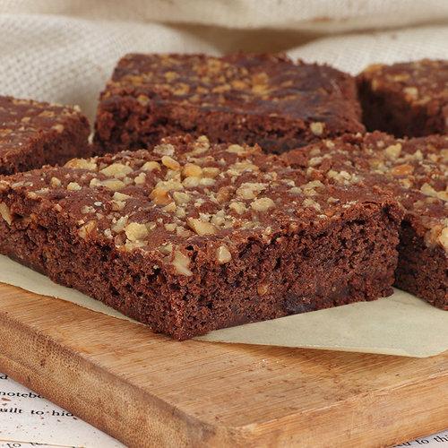 https://media.bakingo.com/sites/default/files/set-of-6-fudgy-walnut-brownies-brow1762-C.jpg