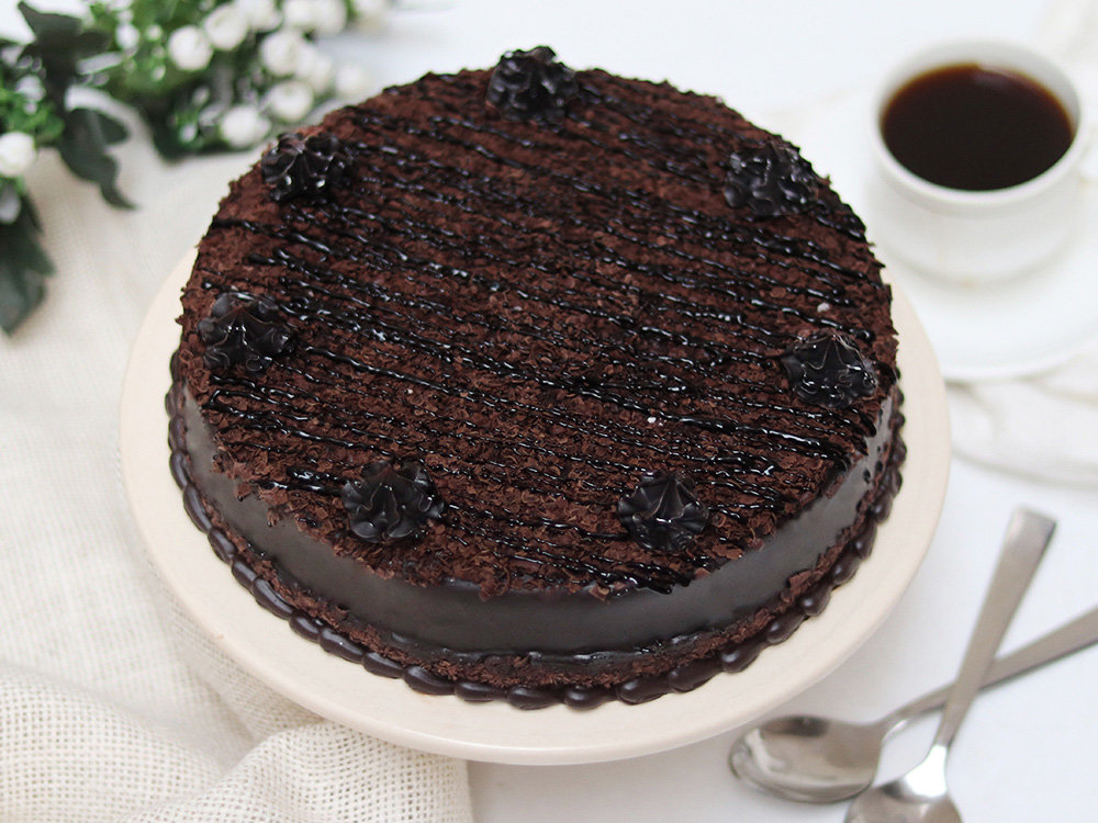 Order Delicious Chocolate Cake in Gurgaon;Side View of Delicious Chocolate Cake;Delicious Chocolate Cake Slice;Delicious Chocolate Cake Ingredients