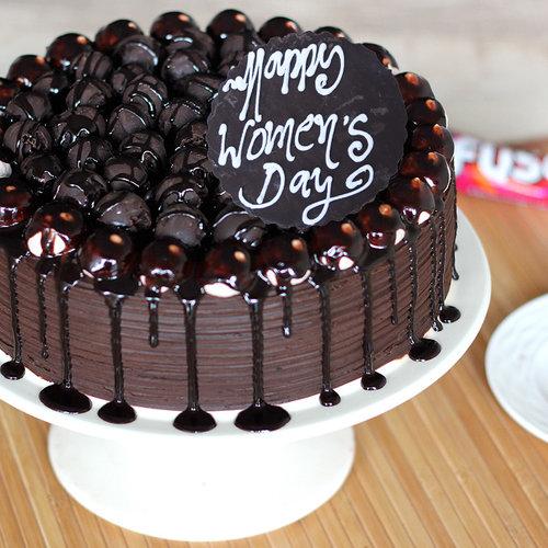 https://media.bakingo.com/sites/default/files/snicker-chocolate-cake-A_0.jpg