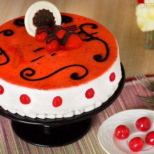 https://media.bakingo.com/sites/default/files/strawberry-cake-in-hyderabad-cake1151flav-a.jpg