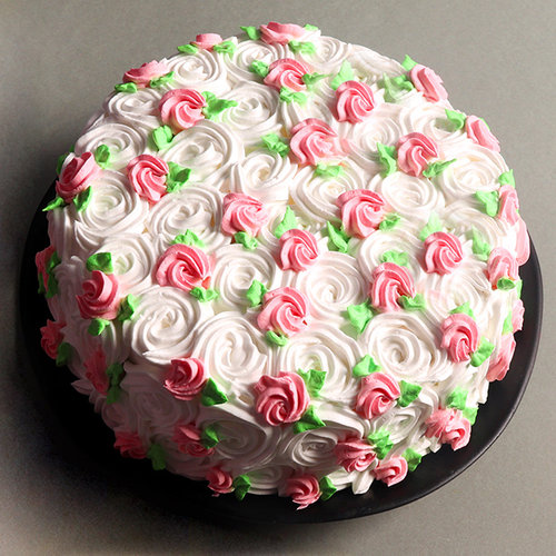 https://media.bakingo.com/sites/default/files/strawberry-cream-cake-1-cake1862stra-B.jpg