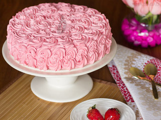 Strawberry Rose Cake in Ghaziabad
