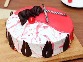 Strawberry Vanilla Cake in Ghaziabad
