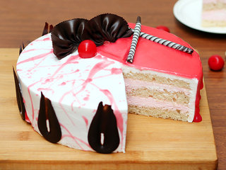 Zoom View of Strawberry Vanilla Cake in Ghaziabad