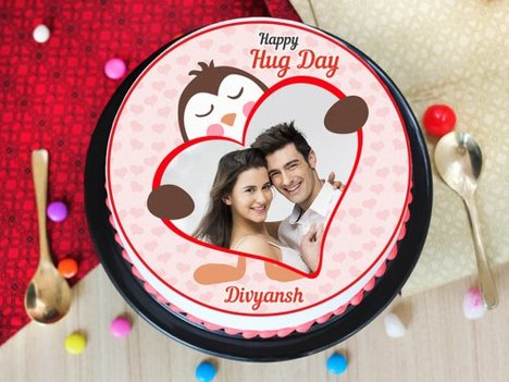 A hug day special photo cake