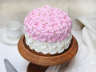 Round-Shaped Strawberry Cream Cake