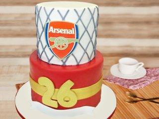 Arsenal football fondant cake