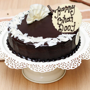 https://media.bakingo.com/sites/default/files/styles/product_image/public/bhai-dooj-chocolate-truffle-cake-cake949choc-A_0.png?tr=h-360,w-360