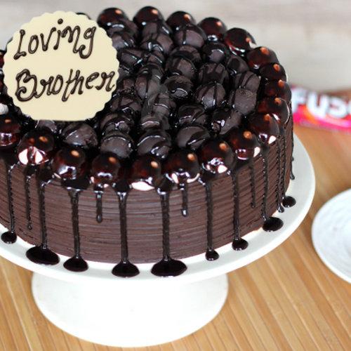 https://media.bakingo.com/sites/default/files/styles/product_image/public/bhai-dooj-snickers-cake-cake950choc-A_0.png?tr=h-500,w-500
