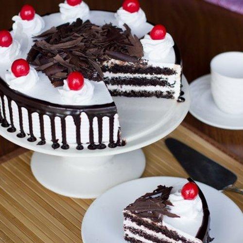 https://media.bakingo.com/sites/default/files/styles/product_image/public/black-forest-cake-B.jpg?tr=h-500,w-500