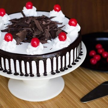 https://media.bakingo.com/sites/default/files/styles/product_image/public/black-forest-cake-in-hyderabad-cake1135flav-a.jpg?tr=h-360,w-360