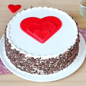 https://media.bakingo.com/sites/default/files/styles/product_image/public/black-forest-heart-gateau-in-noida-cake1108flav-a.jpg?tr=h-360,w-360