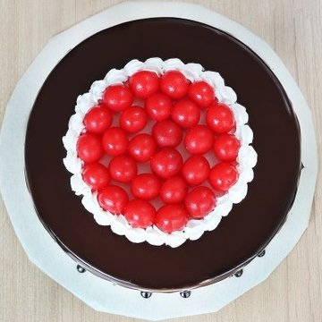 https://media.bakingo.com/sites/default/files/styles/product_image/public/black-forest-round-shaped-cake-1-cake0623blac-B.jpg?tr=h-360,w-360