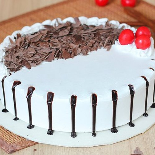 https://media.bakingo.com/sites/default/files/styles/product_image/public/black-forest-round-shaped-cake-2-cake0623blac-A.jpg?tr=h-500,w-500
